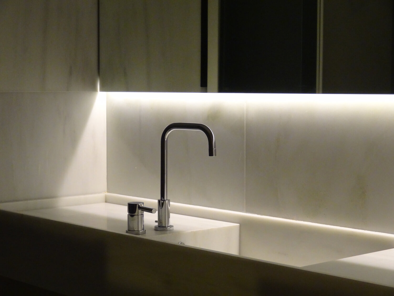 planell-hirsch_arquitectura__rehabilitacion_interiorismo_barcelona_born_mirallers_detalle-encimera marmol-baño-DSC03259