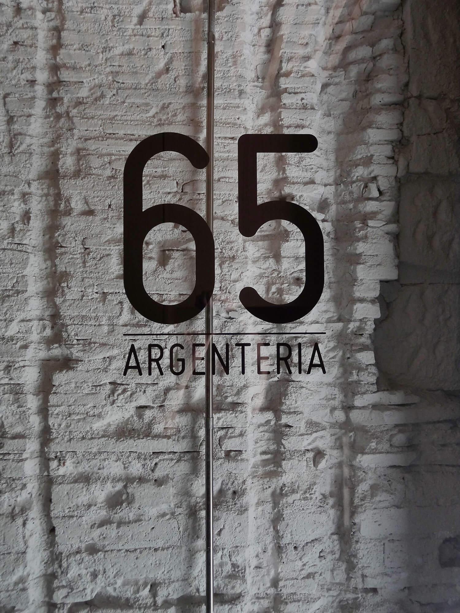 planell-hirsch_arquitectura_rehabilitacion_interiorismo_barcelona_born_argenteria_acceso_muro ladrillo_DSC04669 pm