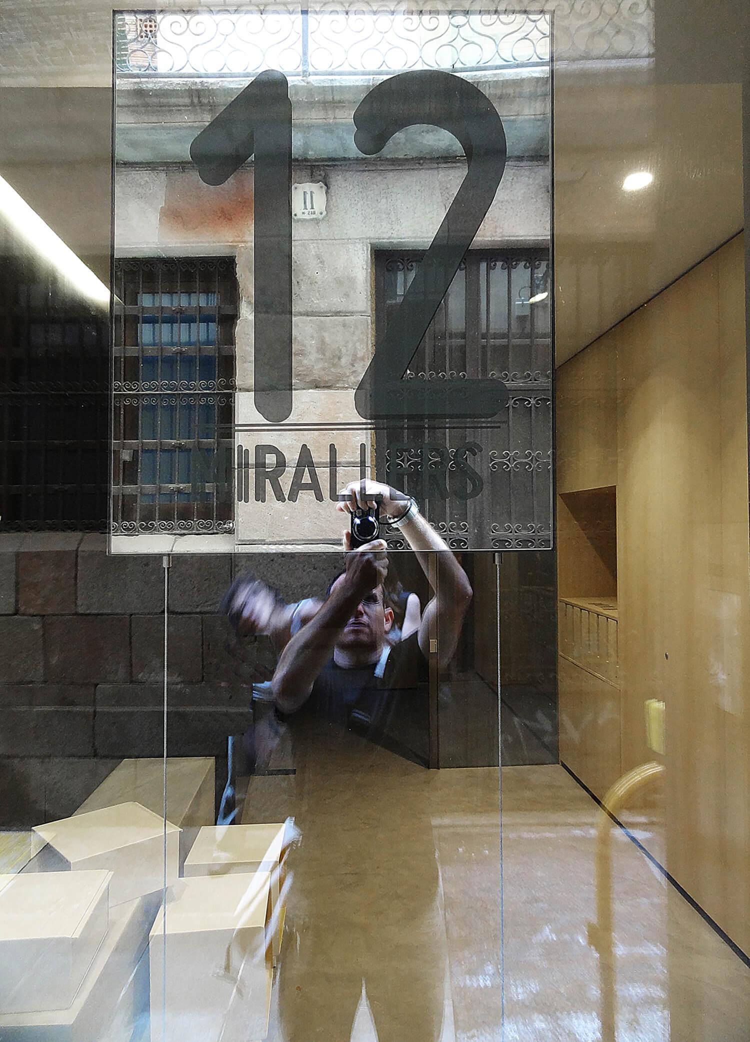 planell-hirsch_arquitectura_rehabilitacion_interiorismo_barcelona_born_mirallers12_acceso-espejo_DSC03843 p2 pm