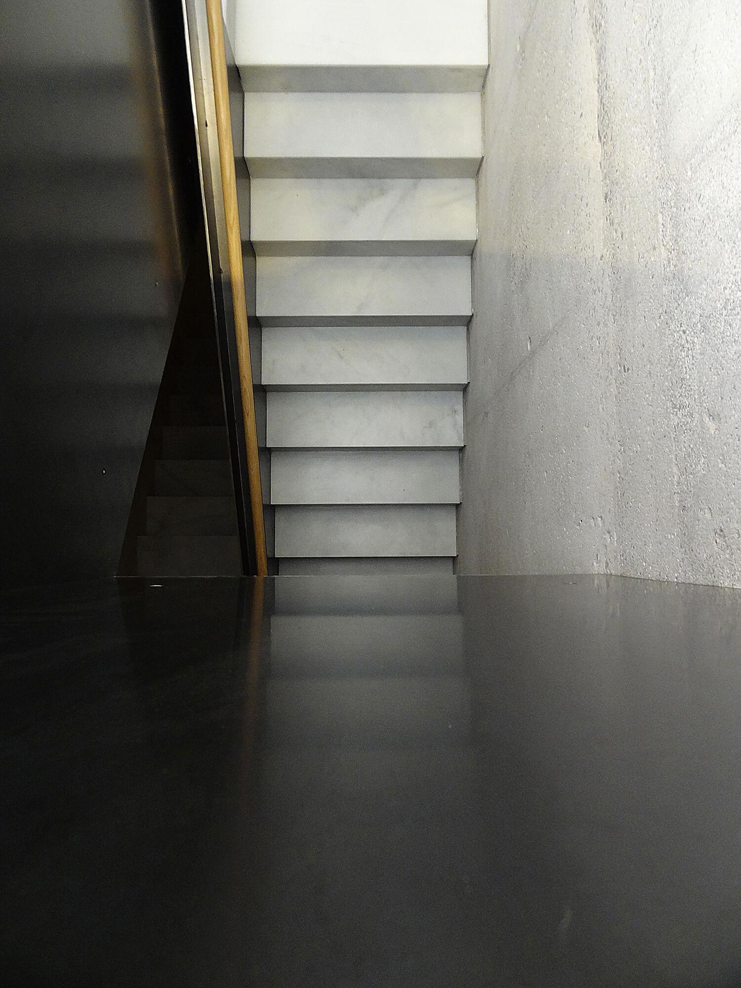 planell-hirsch_arquitectura_rehabilitacion_interiorismo_barcelona_born_mirallers_escalera-muro hormigon_chapa_marmol_DSC03700 p_mr