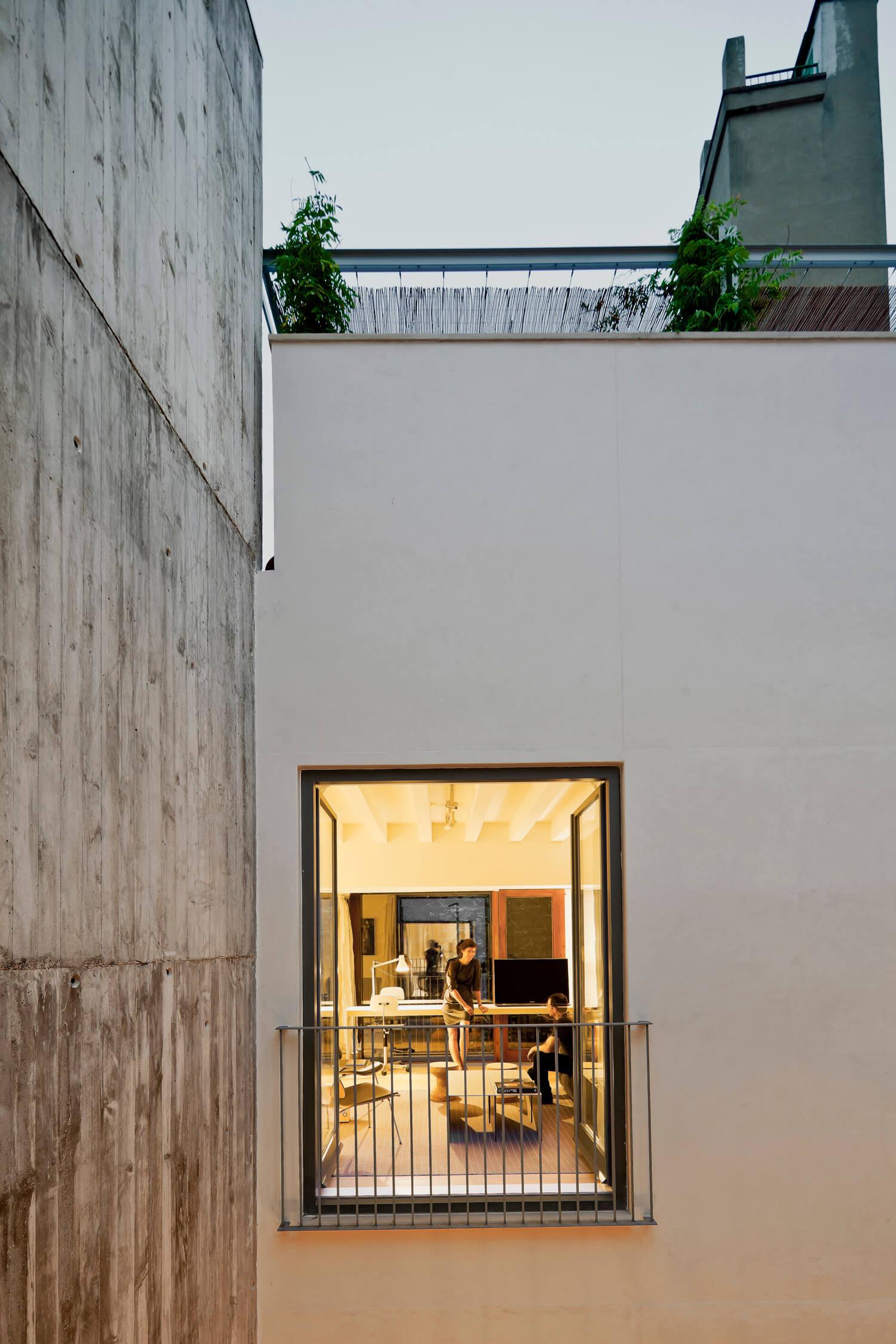 planell-hirsch_arquitectura_rehabilitacion_interiorismo_barcelona_born_mirallers_exterior-patio_adriagoula_2087