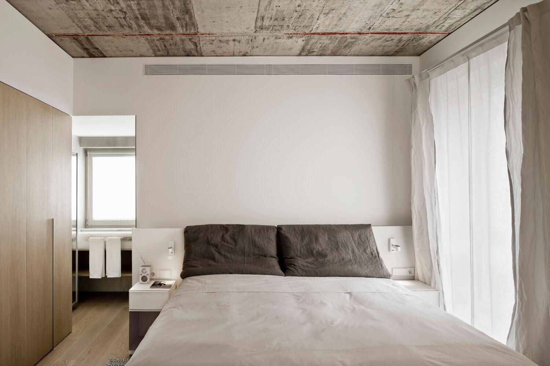 planell-hirsch_arquitectura_rehabilitacion_interiorismo_barcelona_born_mirallers_habitacion_cubierta hormigon_adriagoula_1901