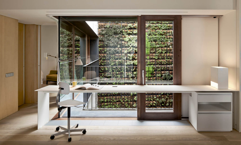 planell-hirsch_arquitectura_rehabilitacion_interiorismo_barcelona_born_mirallers_interior-sala-patio-verde_adriagoula_1870