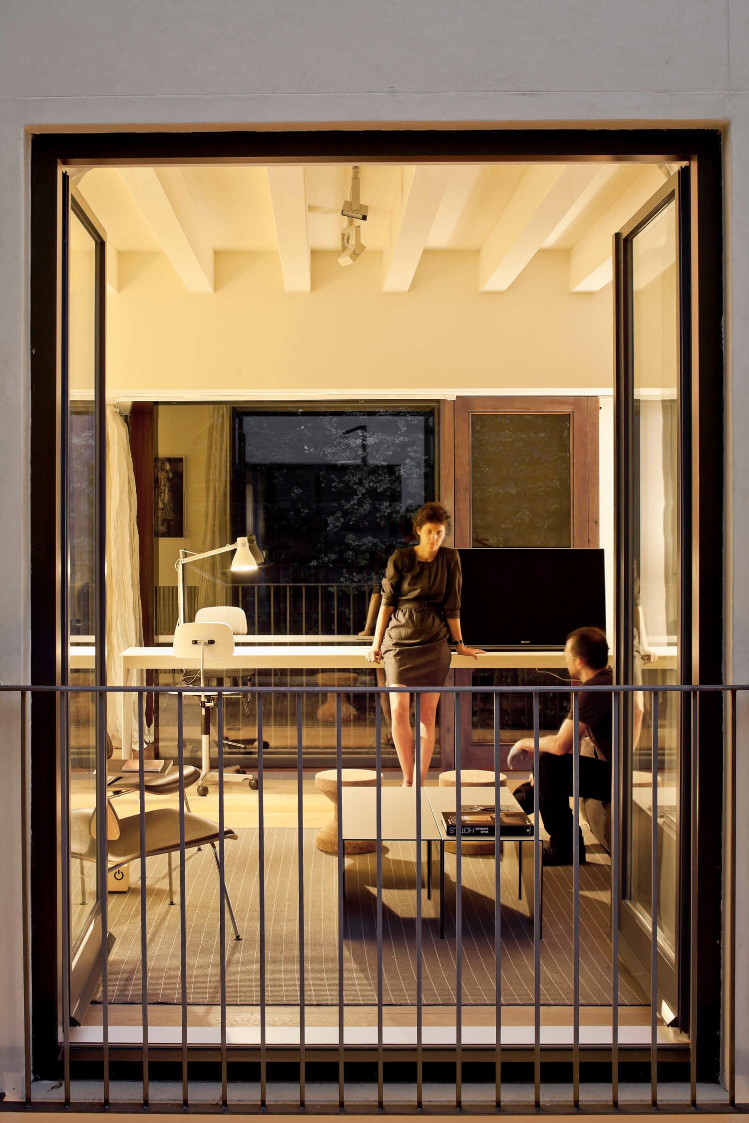 planell-hirsch_arquitectura_rehabilitacion_interiorismo_barcelona_born_mirallers_patio_retrato_adriagoula_2092