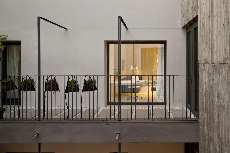 planell-hirsch_arquitectura_rehabilitacion_interiorismo_barcelona_born_mirallers_ventana-patio_adriagoula_2063